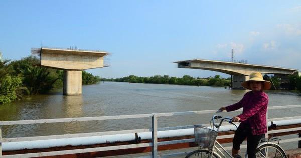 Đắng lòng cây cầu hơn 300 tỷ ở Sài Gòn xây gần xong rồi bỏ dở suốt 5 năm