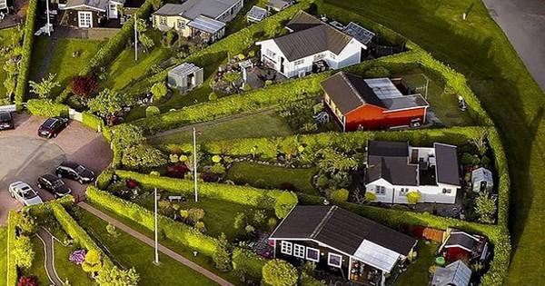 """Độc đáo ngôi làng vòng tròn """"siêu thực"""" ở Đan Mạch"""