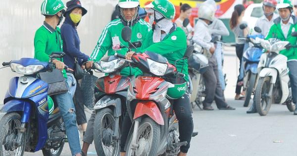 ''Chuyên gia'' cam kết trả lãi đầu tư 4%/tháng: Tự nhận Top 10 người được săn đón nhất ngành Chứng khoán Việt Nam đến viễn cảnh chạy Grab 99 năm cũng chưa trả hết nợ