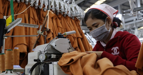 Trung Quốc ''hắt hơi'', ngành may mặc toàn Đông Nam Á ''sổ mũi'', Việt Nam có thể còn chịu tác động lớn hơn