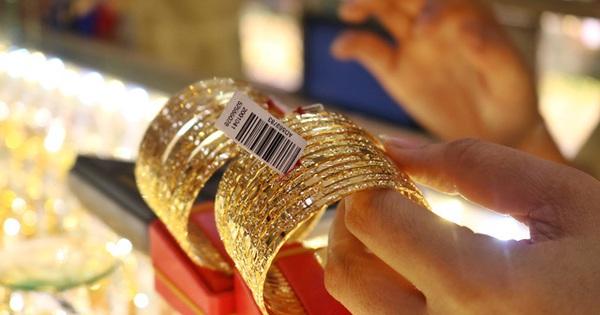Giá vàng giảm gần 200 USD/ounce trong tuần này, thê thảm nhất kể từ năm 1983