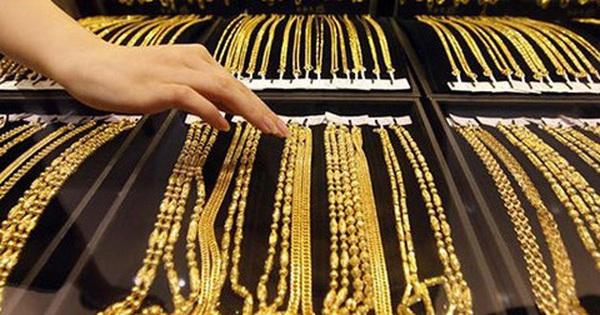 Giá vàng bất ngờ đảo chiều tăng vọt, hướng lên vùng cao nhất 8 năm