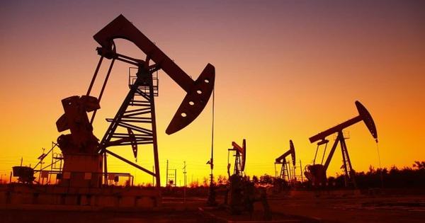 Giá dầu bật tăng mạnh nhờ các gói kích thích kinh tế