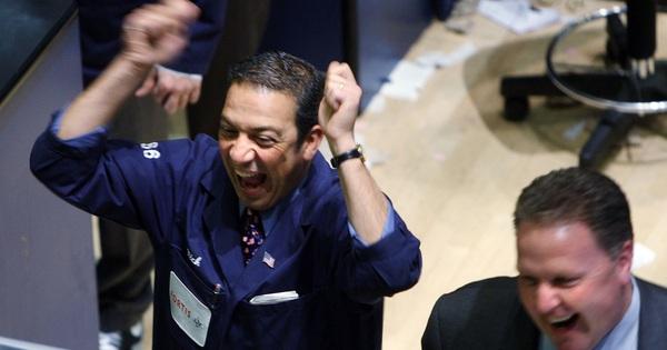 Kỳ vọng về dự luật kích thích kinh tế tăng cao, Dow Jones tăng 11% - phiên khởi sắc nhất từ 1933