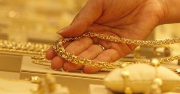 Giá vàng SJC tiếp tục tăng vọt, vàng trang sức rẻ hơn khá nhiều