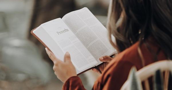 Đọc sách không phải cho sang, mà để đầu tư cho chính mình bằng chi phí rẻ nhất: Đây là 6 cuốn sách đáng quý về phát triển bản thân và kinh doanh đáng để đọc một lần trong đời!