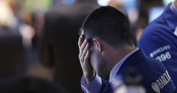 """Lo ngại về tốc độ mở cửa nền kinh tế, Dow Jones rớt hơn 400 điểm, Nasdaq """"dứt"""" đà khởi sắc 6 phiên liên tiếp"""