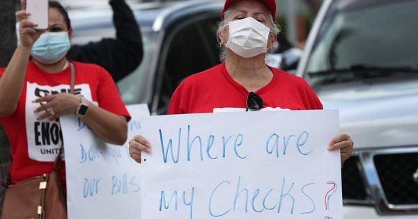 Bloomberg: Hứa hẹn phát hơn 1.000 USD/tuần, nhưng 1/3 khoản tiền trợ cấp thất nghiệp của chính phủ Mỹ vẫn chưa đến tay người dân!
