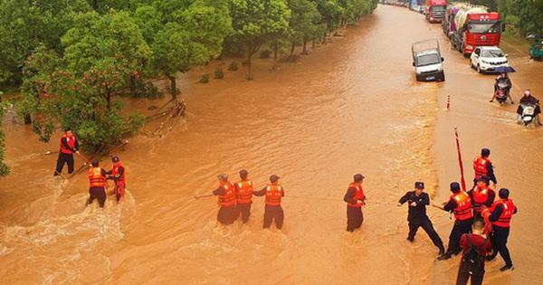 Trung Quốc Vỡ 14 đe Lũ Trường Giang Chảy Ngược Vao Hồ Nước Ngọt Lớn Nhất đại Hồng Thủy Xuất Hiện