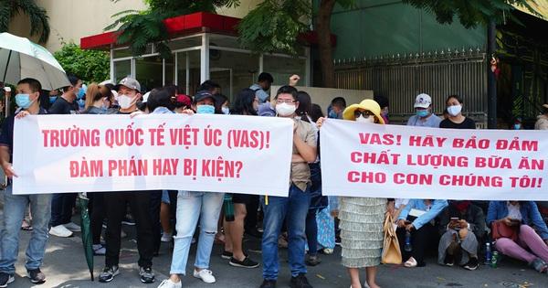 Nhiều phụ huynh trường Quốc tế Việt Úc sốc nặng khi nhận thư ''không thể tiếp tục tiếp nhận'', dù học phí đã đóng đầy đủ và con đang học cuối cấp