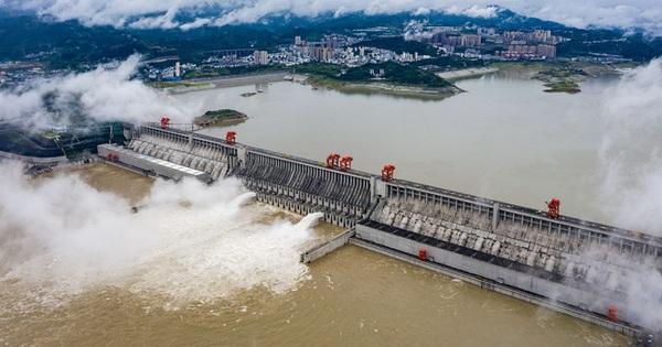 Nước dâng đáng sợ tại đập Tam Hiệp, Trung Quốc cấp báo ''Hồng thủy Số 1'' trên Trường Giang