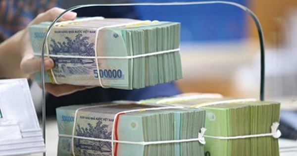 2 lý do khiến ngân hàng bất ngờ giảm lãi suất tiền gửi