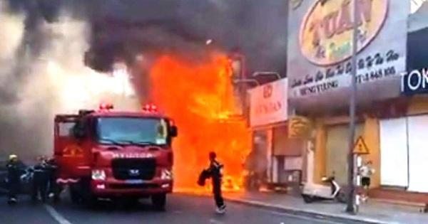 Cửa hàng thời trang Hàn Quốc cháy kinh hoàng giữa trung tâm TP Huế