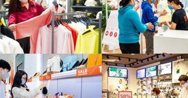 Hậu Covid: Phố xá tấp nập người, TTTM ùn ùn khách mua sắm