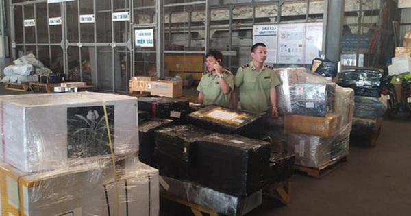 Phát hiện lô hàng lậu ''đi máy bay'' về Nội Bài, chủ hàng mất tăm