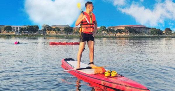 ''Lướt ván đứng'' trên dòng sông Hương: Một trải nghiệm khác biệt để cảm nhận nét sôi động của cố đô Huế