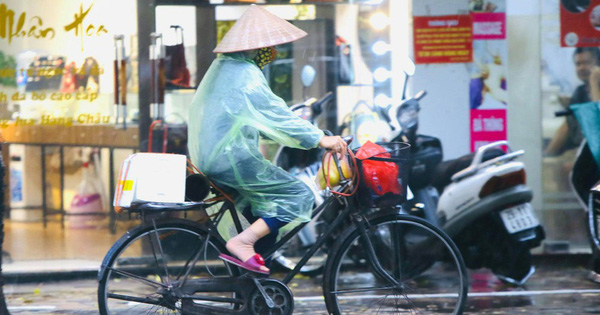 Vì sao bão tan, miền Bắc vẫn đón mưa lớn cả tuần?