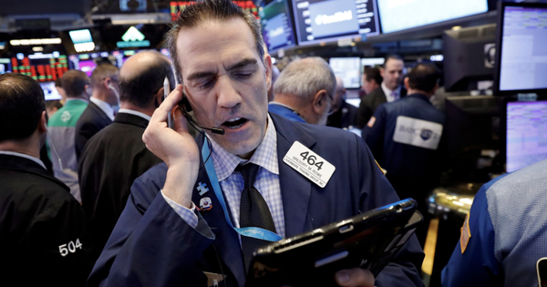 Fed đưa ra thông báo mới về lãi suất, Phố Wall diễn biến trái chiều, S&P 500 chịu áp lực từ cổ phiếu công nghệ
