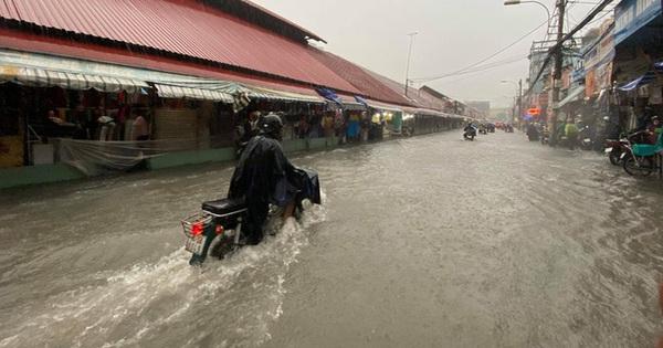 Chợ Thủ Đức bị nước ''cô lập'' sau 10 phút xảy ra mưa