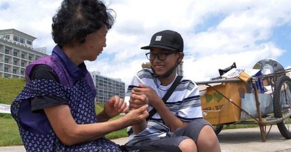 Bị bạn bè tẩy chay vì nhà nghèo, bé trai 14 tuổi vẫn bình thản làm một việc và lời tâm sự khiến ai cũng phải nức nở