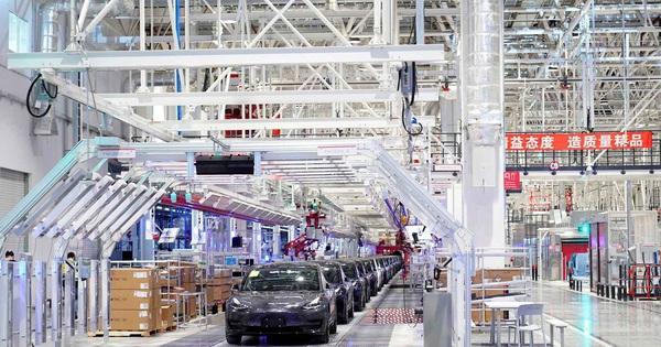 Xe điện bán đắt như tôm tươi ở Trung Quốc nhưng liệu Tesla có rơi vào hoàn cảnh bị các đối thủ trong nước vượt mặt như Apple?