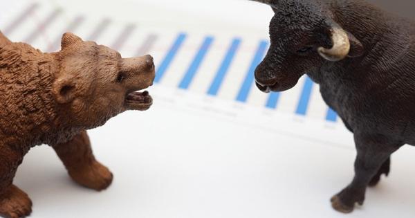 VN-Index lùi về sát mốc 1.390 điểm, cổ phiếu chứng khoán ngược dòng bứt phá