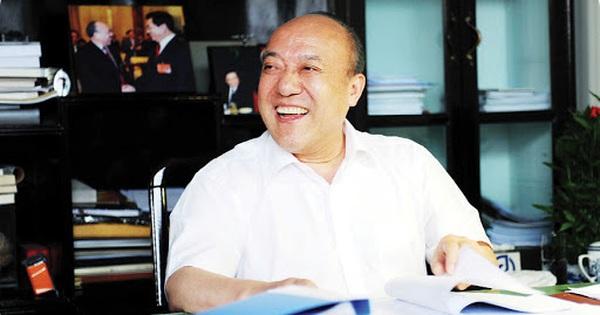 """Lộ Quan Cầu - người đi đầu trong công nghiệp ôtô Trung Quốc, từng là """"quân sư"""" của cả Jack Ma lẫn Chung Thiểm Thiểm: ''Doanh nhân không thể có đầy túi tiền và một cái đầu rỗng''"""