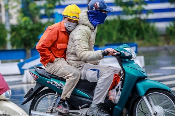 Trời trở rét dưới 20 độ, người Hà Nội 'run run' trong cái lạnh đầu mùa