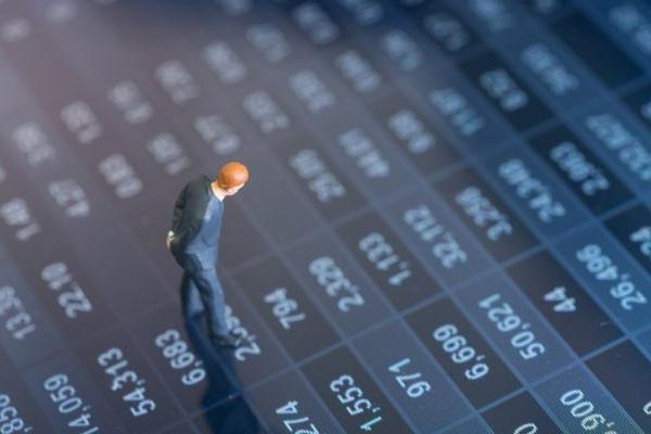 """Chọn cổ phiếu nhóm ngành nào để """"đón sóng"""" hậu Covid-19 nửa cuối năm 2021?"""