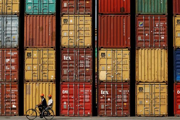 Nhiều cảng ở Mỹ tắc nghẽn khi khối lượng hàng hóa nhập khẩu tăng đột biến