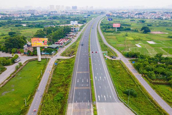 CLIP: Đường phố Hà Nội những ngày thực hiện chỉ thị 16 qua góc nhìn flycam