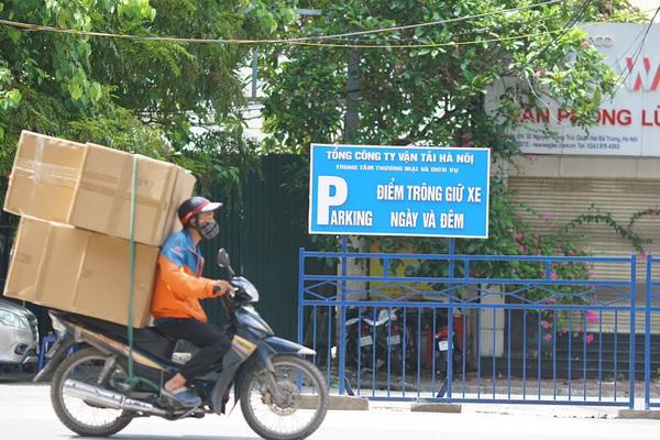 Hà Nội cho phép 'shipper' của các sàn thương mại điện tử được hoạt động