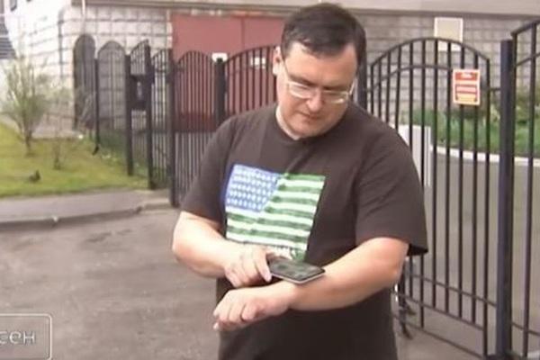 Bác sĩ người Nga cấy 5 con chip vào tay để tận hưởng sự tiện lợi công nghệ: Mở cửa, lưu mật khẩu, chia sẻ thông tin... chỉ bằng một cái cái quẹt tay