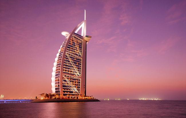 Chiêm ngưỡng vẻ đẹp của khách sạn 7 sao duy nhất trên thế giới