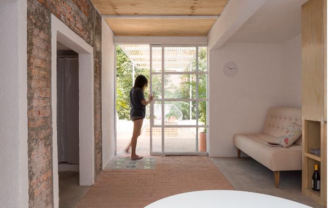Thiết kế tài tình cho căn hộ chỉ 30m2 nhưng vẫn có cả một sân vườn xanh mát của cặp vợ chồng trẻ
