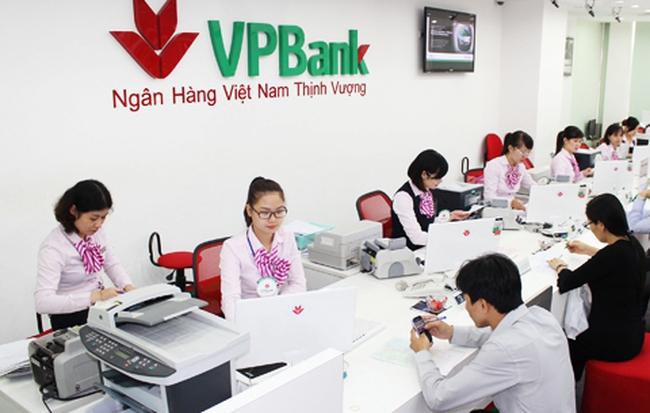 Giá cổ phiếu tăng mạnh, các sếp VPBank và người nhà tranh thủ bán ra?