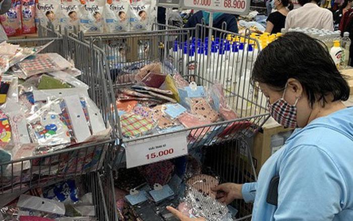 Lần đầu tiên TP Hồ Chí Minh đưa khẩu trang, nước sát khuẩn vào hàng bình ổn thị trường