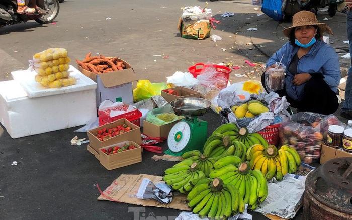 Thơm mini Thái Lan 'xuống đường', giá 120.000 đồng/kg