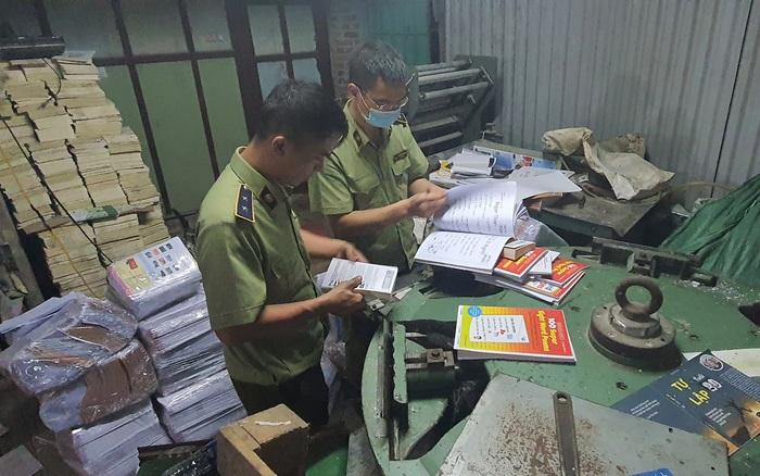 Thu giữ hàng tấn sách giả Nhà xuất bản Giáo dục Việt Nam