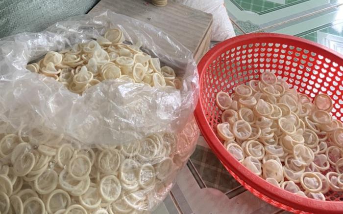 Phát hiện cơ sở tái chế hàng trăm ngàn bao cao su đã qua sử dụng
