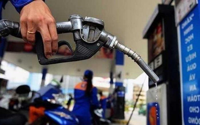 Giá xăng dự báo tăng mạnh theo giá dầu, cổ phiếu PLX, OIL, PSH cùng 'thăng hoa'