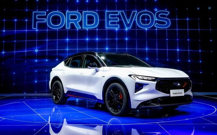 Ford ra mắt xe kế nhiệm Mondeo nhưng đến chuyên gia cũng không biết gọi nó là xe gì