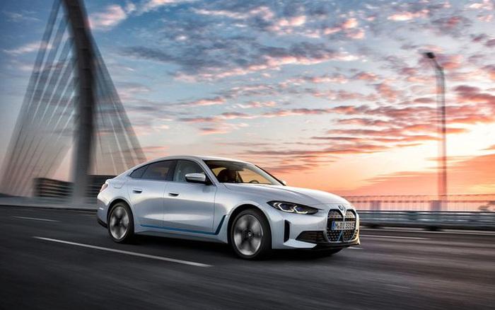 BMW i4 - chiếc sedan hạng sang chạy điện cả thế giới đang mong đợi?