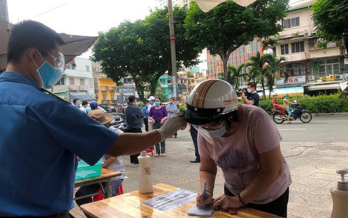 Chợ dân sinh tại TP HCM vắng khách, nhiều mặt hàng giá cao