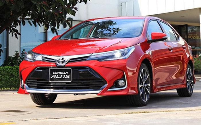 Toyota Corolla Altis giảm mạnh xuống dưới 700 triệu, đe dọa Elantra và Civic, sẵn sàng chờ bản mới