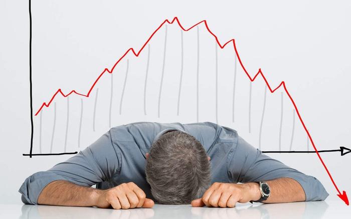 Thị trường chứng khoán chìm trong sắc đỏ, VnIndex mất 10 điểm
