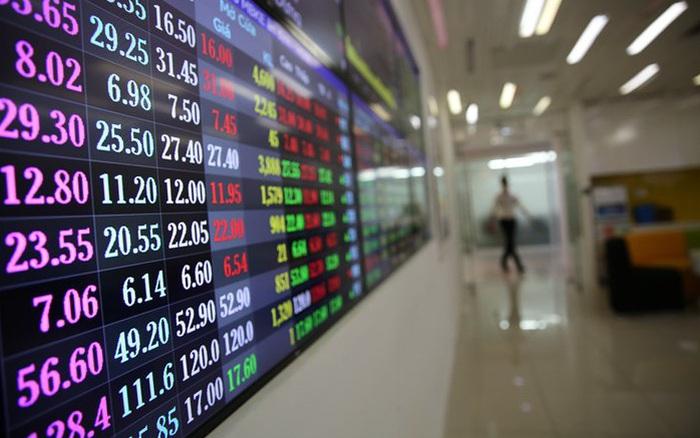 """VDSC: """"Cổ phiếu ngân hàng khó lặp lại đà tăng mạnh như nửa đầu năm 2021, VN-Index dao động quanh vùng 1.260 – 1.370 điểm trong tháng 8"""""""