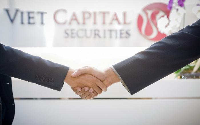 """""""Cú bắt tay"""" chiến lược giữa VCSC và VPBank cho trải nghiệm đầu tư 4.0"""